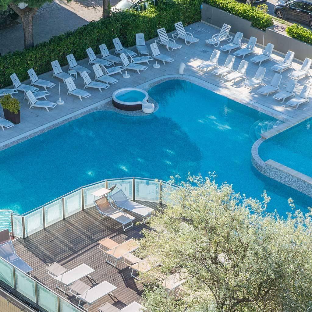 Acqua Azzurra Piscine hotel con piscina a milano marittima | hotel luxor